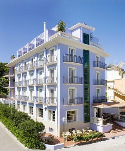 Hotel rock crystal a gabicce mare for Casa design cattolica